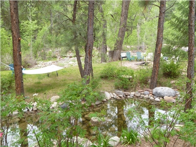 Durango Creekside Retreats - Grounds with private creeks and ponds