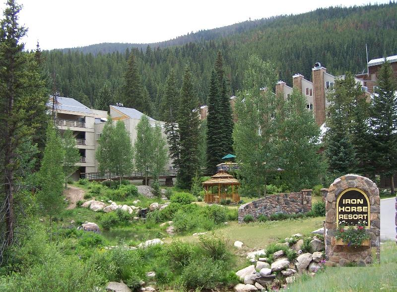 Iron Horse Resort Summer Exterior/Entrance