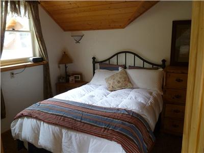 Cozy Couples Retreat Bedroom - Queen Bed