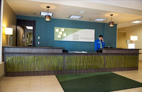 Holiday Inn Front Desk - Spearfish SD